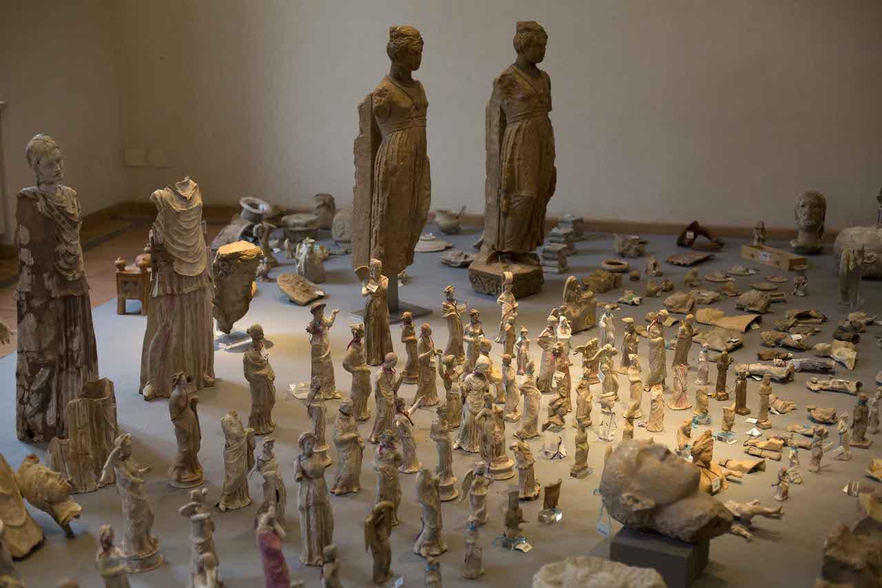 Statuette e altri monili fra i reperti recuperati lapresse for Vasi antichi romani