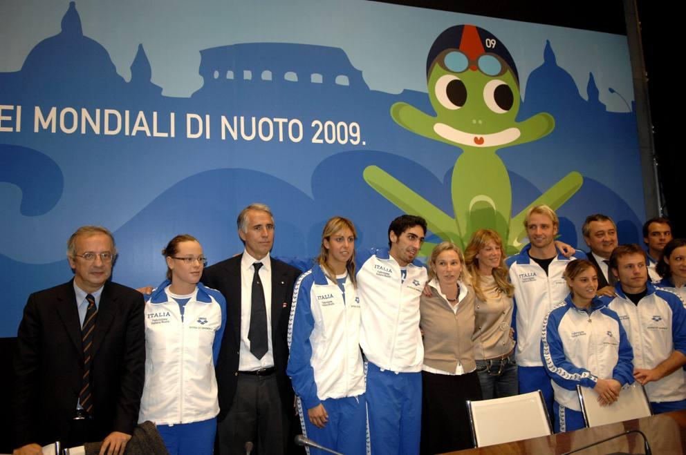 Alessia filippi con diva la mascotte dei mondiali di roma del 2009 - Diva futura rome ...