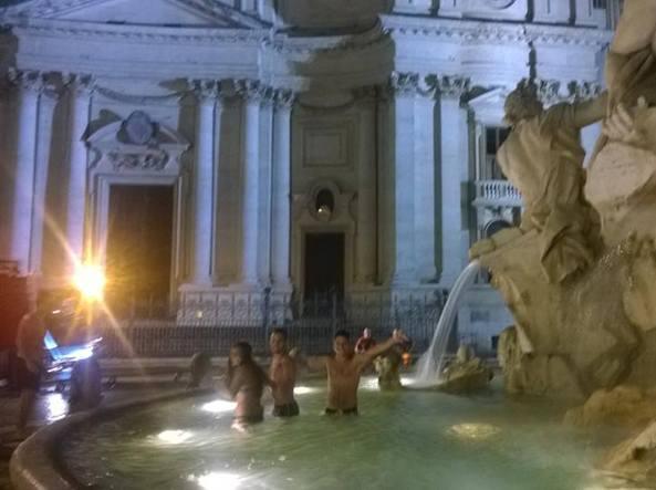 Piazza navona il bagno notturno dei turisti americani nella fontana - Bagno degli americani tirrenia ...