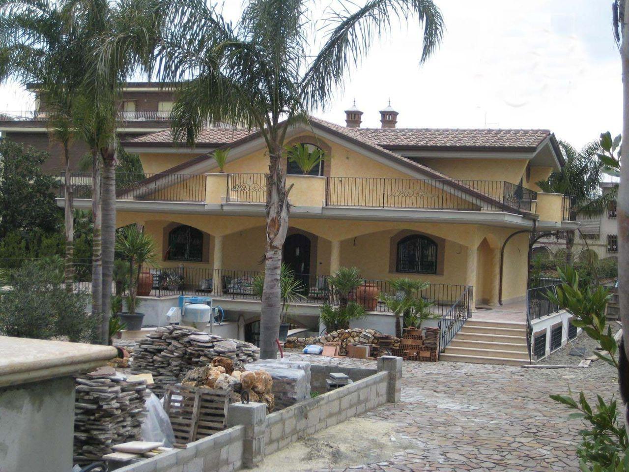 Villa Dei Casamonica A Roma