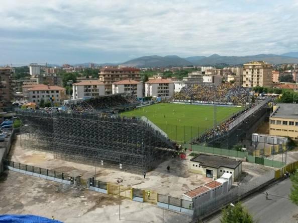 Frosinone debutta in a stadio pieno per una notte da for Il mobile frosinone