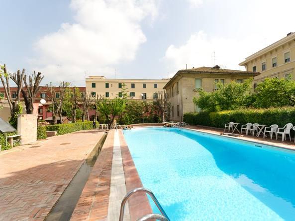 La piscina di Villa Irlanda in via Santissimi Quattro (foto da  irishcollege.org )