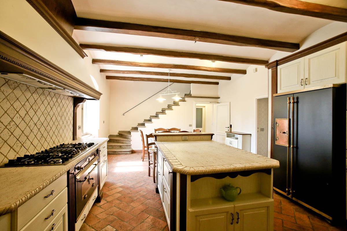 Pino daniele gli interni del casale in toscana ora in - Interni casali ...