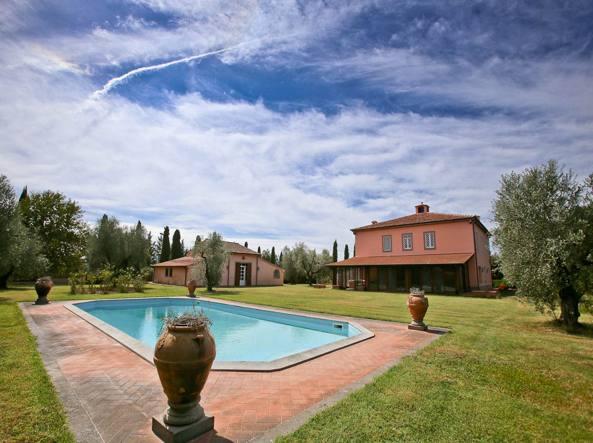 Pino daniele in vendita il casale dove aveva deciso di vivere - Villa con piscina roma ...