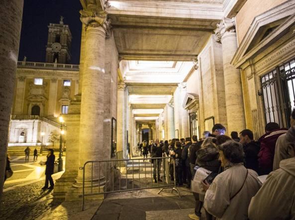 La lunga fila per entrare ai Musei Capitolini (Foto Jpeg)