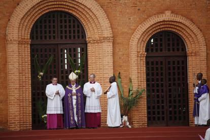 Francesco a Bangui apre la Porta santa e dà il via al Giubileo