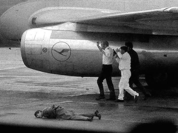 Il finanziere Antonio Zara, ucciso da «Settembre nero». Questa foto di Elio Vergati (Telenews/Ansa) ottenne il secondo posto al premio Pulitzer del 1974
