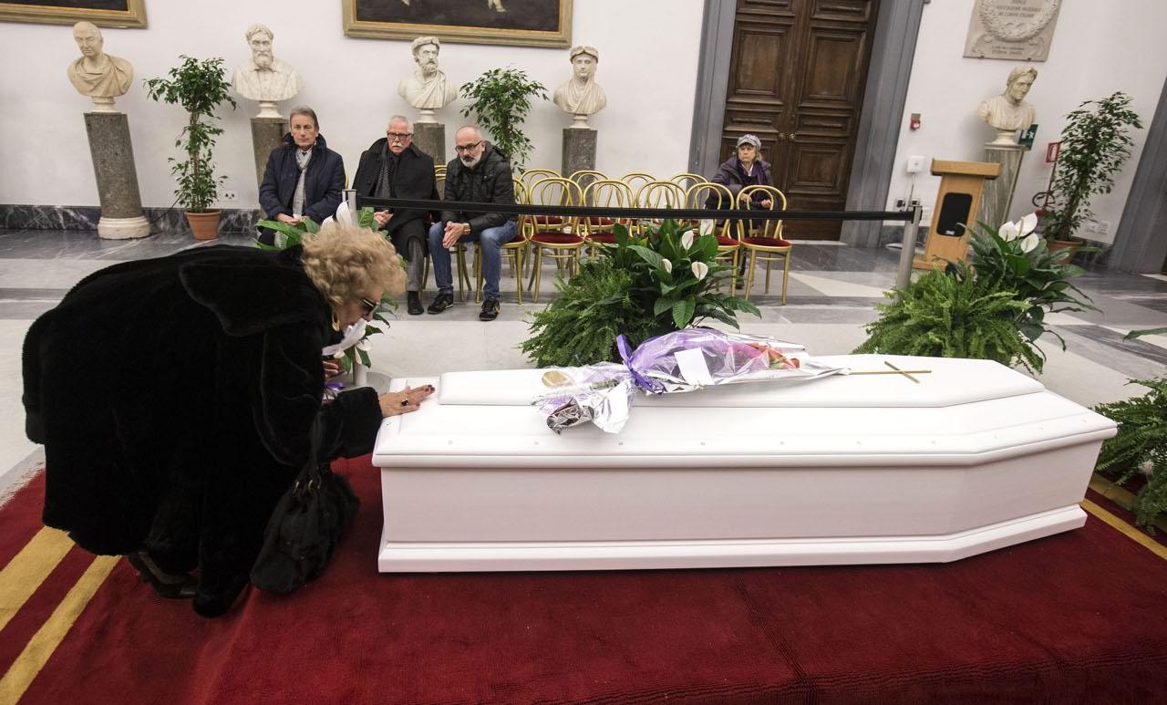 Il triste addio alla pampanini camera ardente deserta for Camera roma