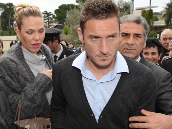 Francesco Totti con la moglie Ilary (Ansa)