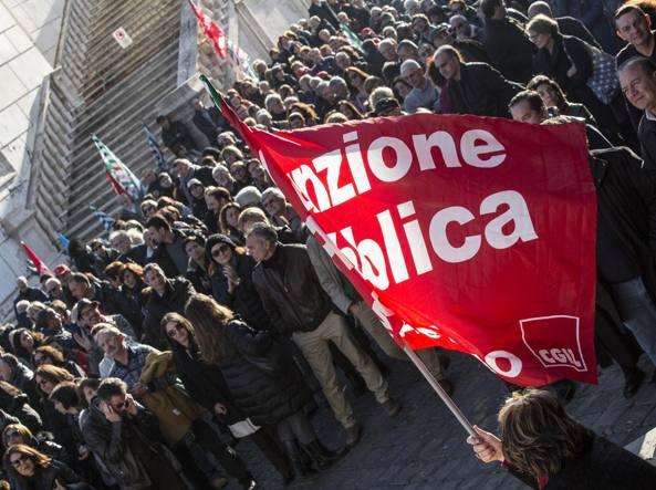 Dicembre 2015: una protesta dei dipendenti comunali (Jpeg)