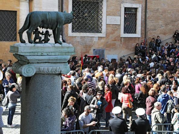 La protesta dei dipendenti comunali in Campidoglio (foto Jpeg)