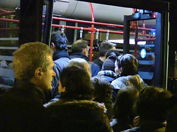 Bus presi d'assalto a Termini a causa dell'interruzione della metro A (Proto)