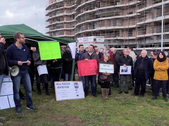 La protesta dei residenti di Ponte di Nona (Proto)