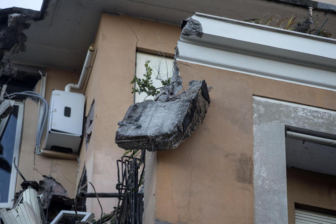 Crollo al flaminio tragedia sfiorata collassano tre for Piani di palazzi di 2 piani