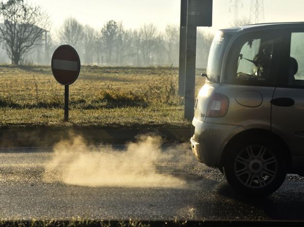 Smog, domenica stop auto a Roma. No targhe alterne lunedì e martedì