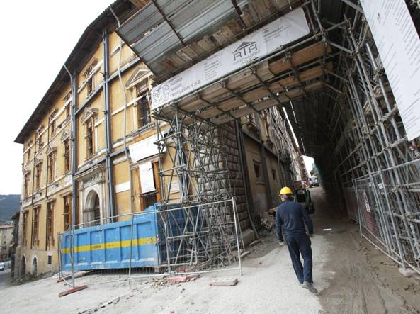 L'universit� dell'Aquila mostra ancora i danni del terremoto (Jpeg)
