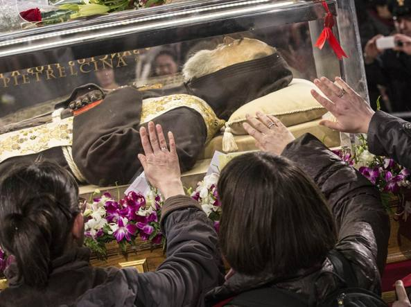 Giunte a San Pietro le spoglie di san Pio e san Leopoldo