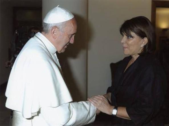 La madre di Josè Garramon, il ragazzino investito dal superteste del caso Orlandi, con papa Francesco