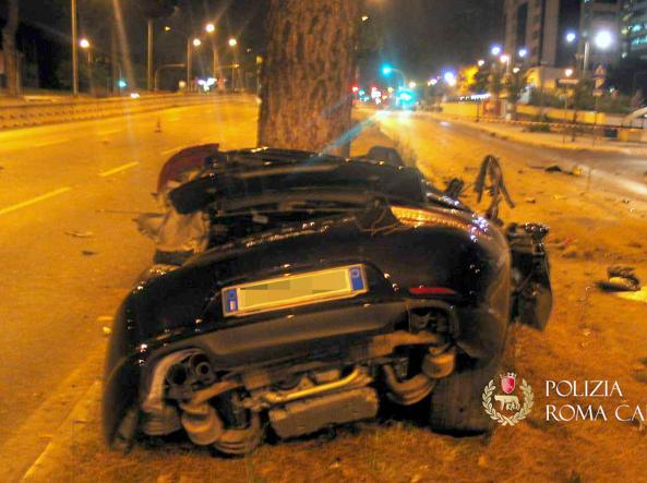 L'auto distrutta dell'imprenditore Salini