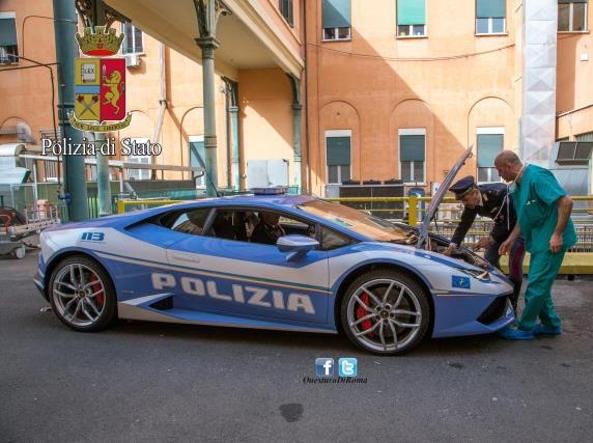 Lamborghini della polizia porta rene per trapianto a l for Polizia di stato roma permesso di soggiorno