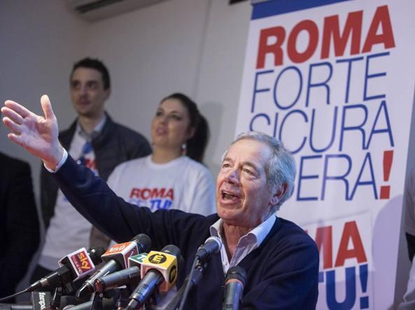 Bertolaso in conferenza stampa (La Presse)