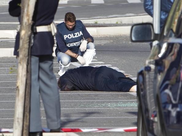 28 aprile 2012: la scena della tentata rapina in cui trov� la morte Angelo Angelotti, 61 anni, ex banda della Magliana