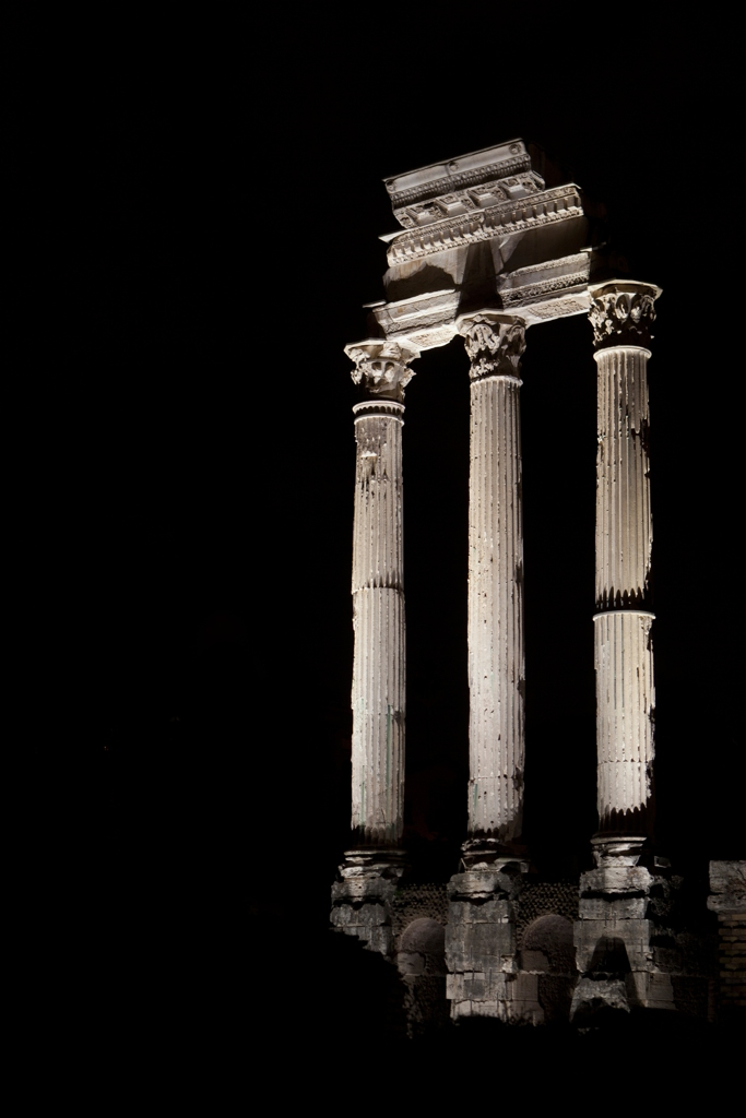 Il foro romano risplende di notte con le nuovi luci al led for Luci al led