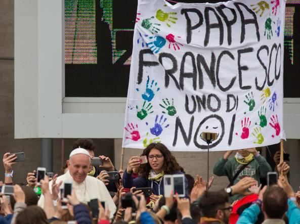 Papa Francesco a sorpresa a villa Borghese per la Giornata della Terra
