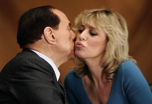 Alessandra Mussolini con Silvio Berlusconi (Ansa)