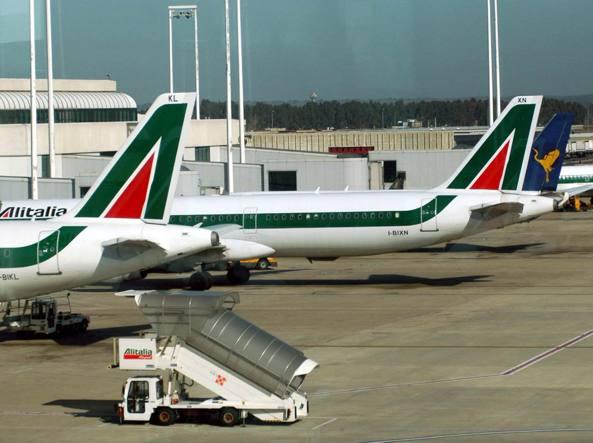 Disastro trasporto aereo: venerdì scioperano i controllori di voli