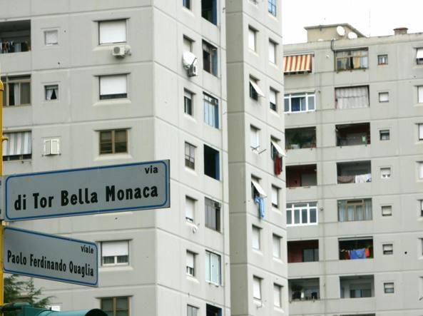 Roma, droga e omicidi: blitz a Tor Bella Monaca, 37 fermi