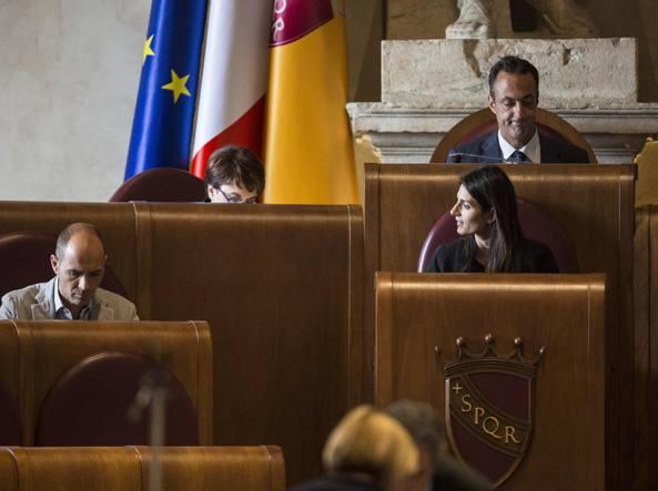 Roma, la prima giunta di Virginia Raggi approva l'assestamento del bilancio