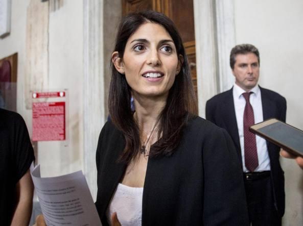 Roma, compleanno al lavoro per Raggi: domani con Mattarella