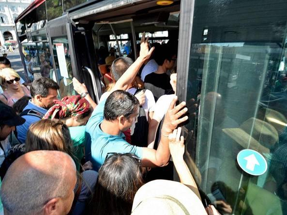 Atac, intere linee bus abbandonate