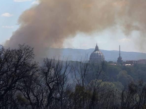 Incendi: 30 nel Lazio, anche su collina Monte Mario a Roma