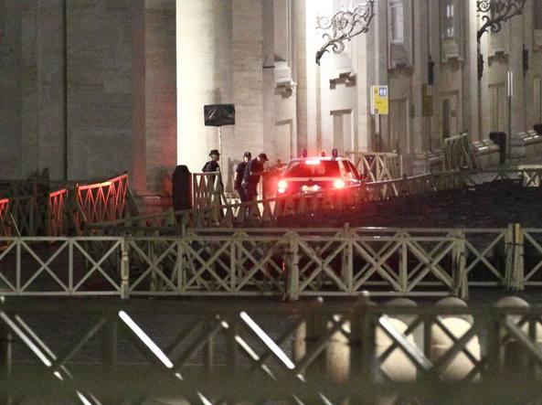 Uomo sfonda sbarramenti piazza S. Pietro, bloccato da polizia