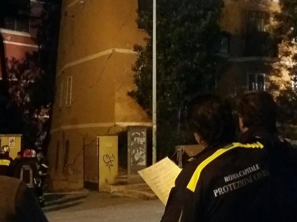 Roma, crolla palazzina a Ponte Milvio Fatta evacuare poche ore prima