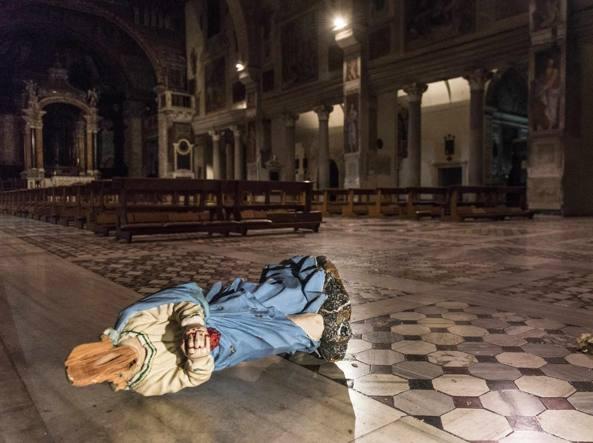 Roma, danneggia due statue nella basilica di Santa Prassede: fermato dalla polizia