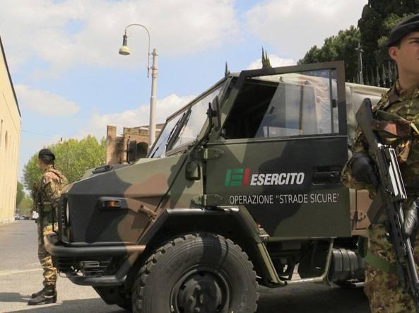 Roma, militari davanti alla sinagoga aiutano donna a partorire in strada