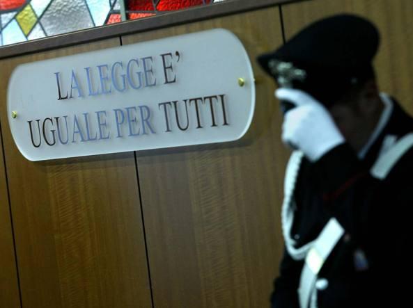 Scredita l'ex marito con il figlio: condannata a pagare 30mila euro