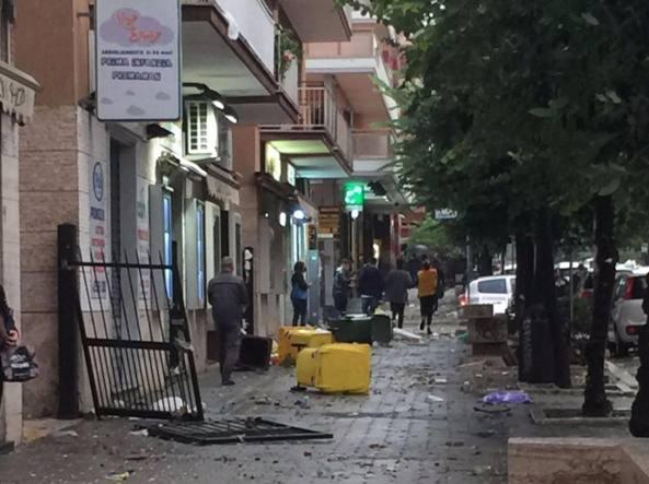 Tromba d'aria a Ladispoli, crollano due piani di un palazzo
