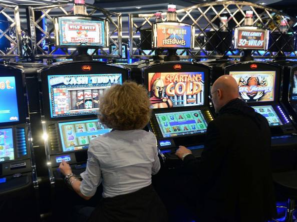 Roma: Raggi,centro storico off limits per slot machine