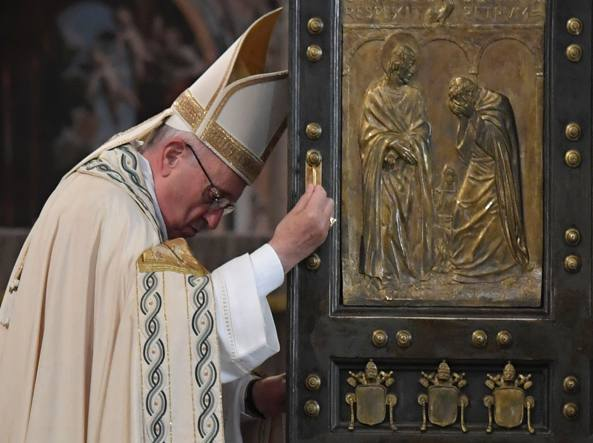 Giubileo, il Papa chiude la Porta Santa di San Pietro