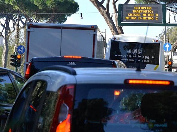 Roma, sciopero dei trasporti: disagi ulteriori arrecati dal maltempo