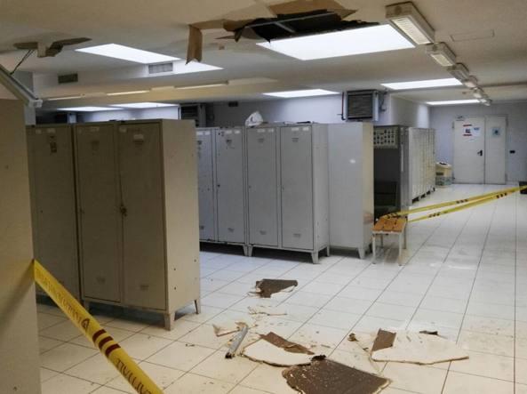 Ostia, crolla controsoffitto nella caserma della Polizia locale