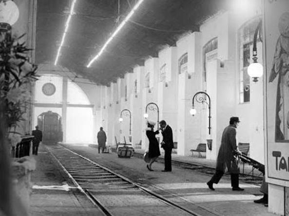 Una scena del film Otto e mezzo di Federico Fellini