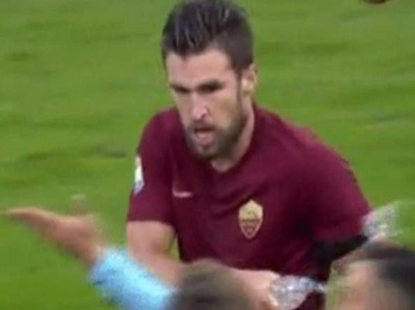 VIDEO Roma, Strootman squalificato per due turni