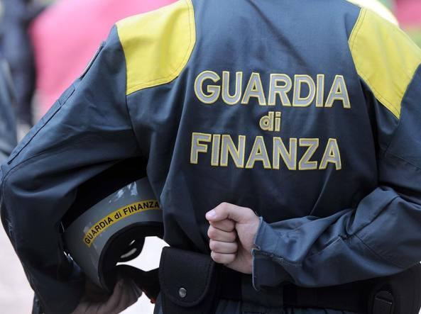 Roma, finanziere trovato morto alla fermata del bus
