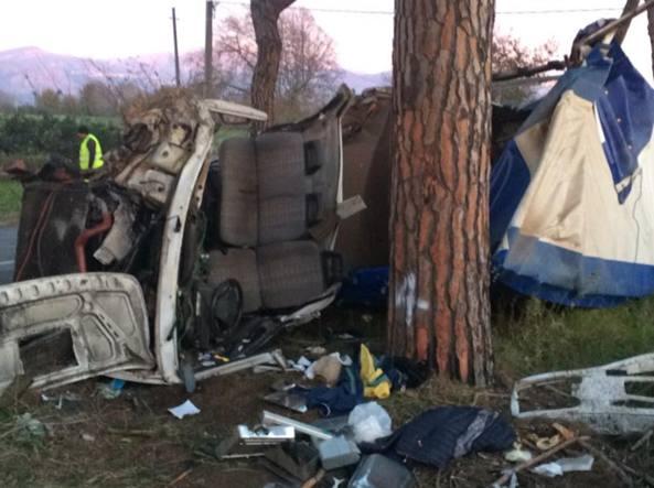 Incidente sulla via Appia: morta una donna. Due feriti gravi