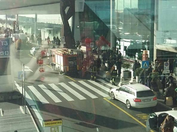 Falso allarme bomba all'aeroporto di Fiumicino evacuato Terminal 3